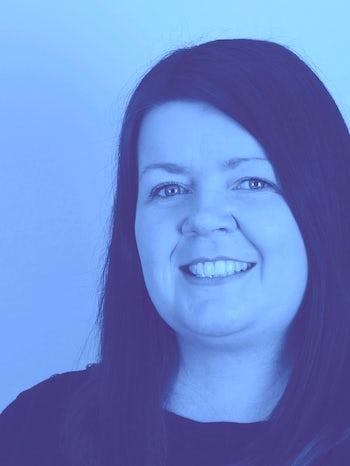 Lindsay headshot blue L website