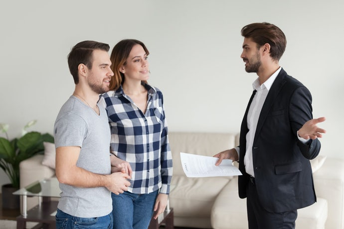 Realtor, landlord consulting, explaining terms of contract